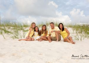 what to wear Orange Beach Photographer captures family photo at the beach