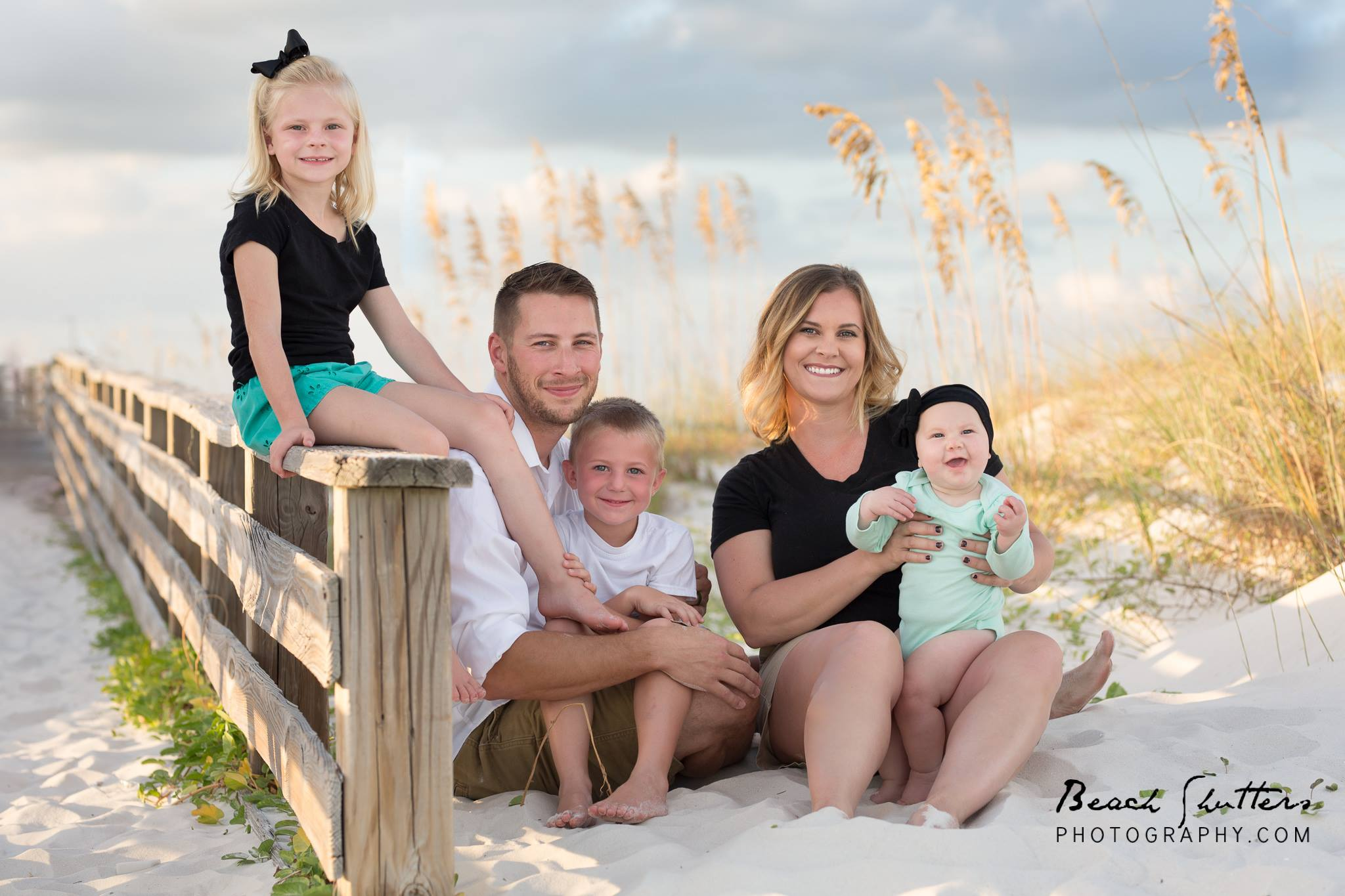 photographer Orange Beach takes sunset photos of family